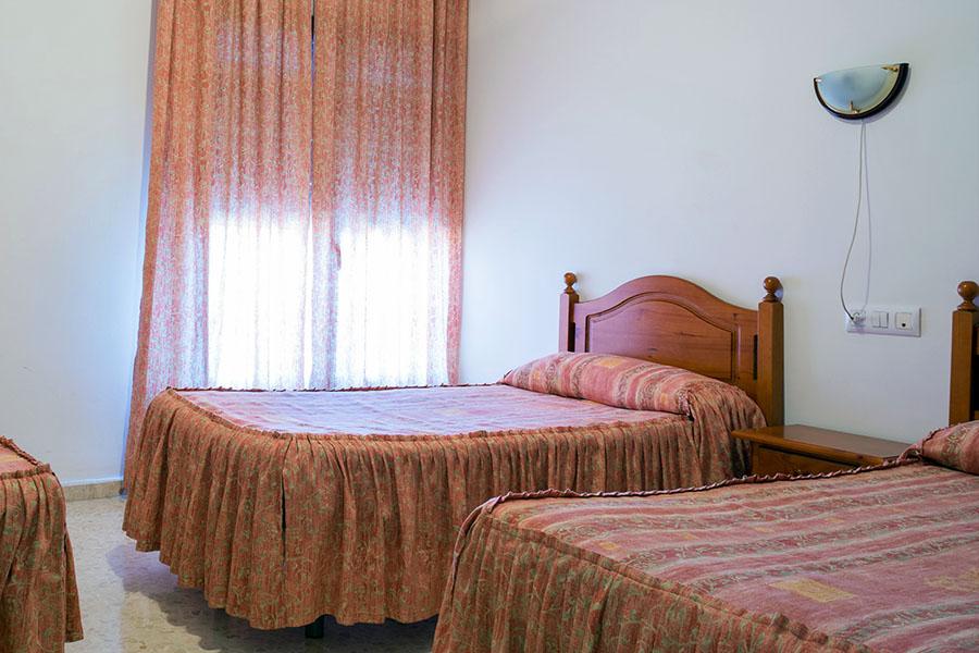 Habitación triple Hotel Alfar